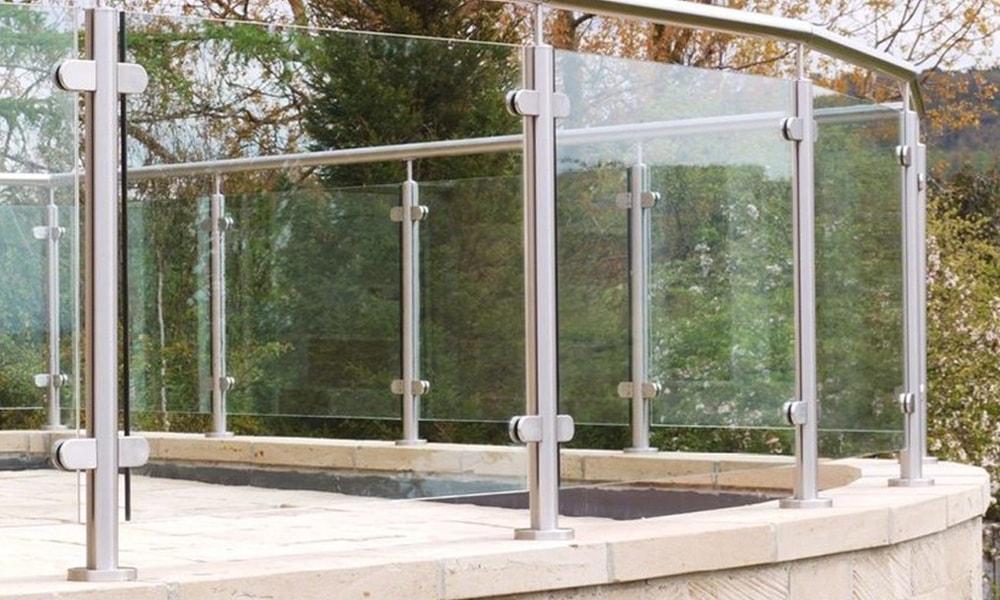 glass railing 3-min